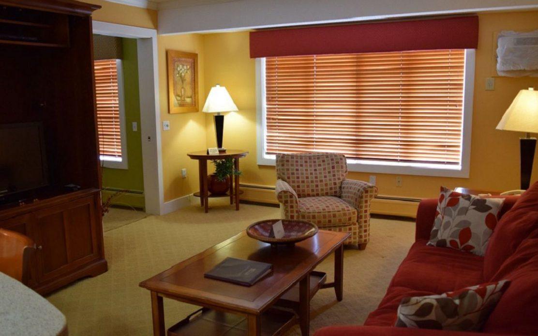 Living area Northstar Inn and Resort